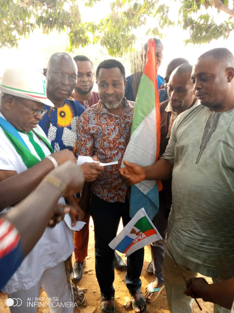 Hon. Toba decamps to APC Along With Hundreds of Supporters
