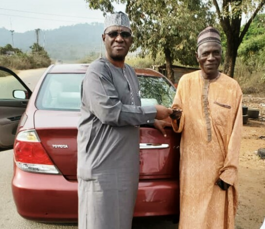 HON. LAWAL PRESENT PARTY CHAIRMAN CAR GIFT