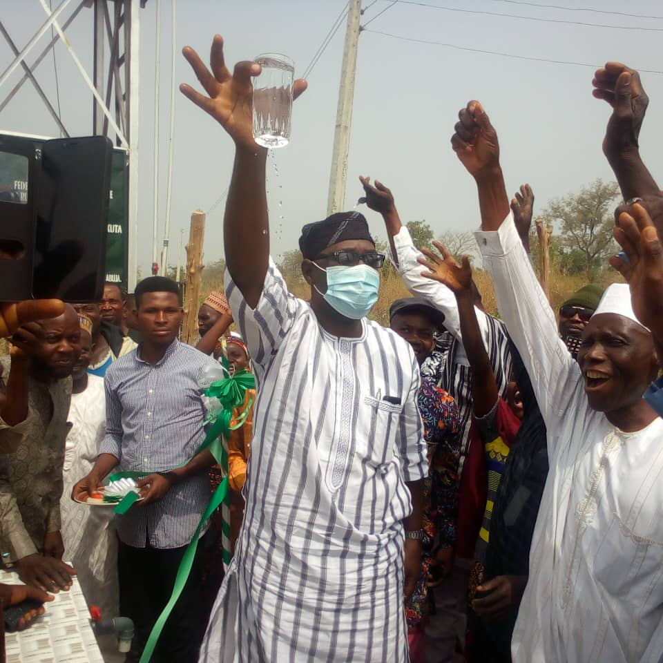 Yuletide: Hon. Lawal commissions Boreholes, gifts car to party members in Ajaokuta